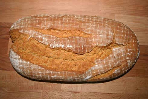 Aromatisch, locker und knusprig - das rote Kräuter-Käse-Brot.