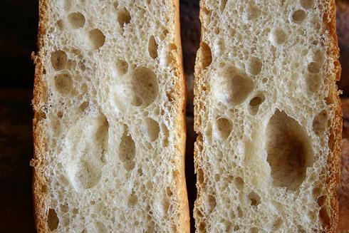Traumhaft unregelmäßige Krume - Baguette au Levain mit Poolish
