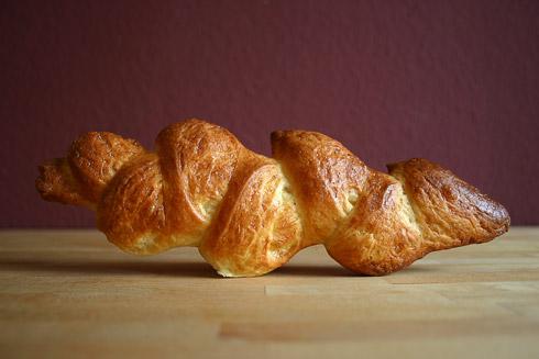 Pain au Lait (Milchbrötchen) in Form einer Weizenähre (epi blé)