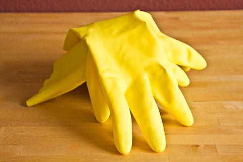 Chemikalienfeste Gummihandschuhe zum Arbeiten mit Natronlauge