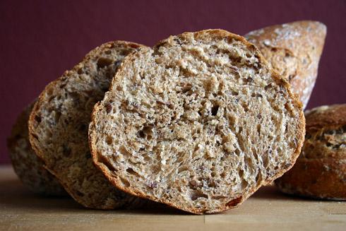 Lockere Krume mit kräftigem Geschmack: Fünfkornbrötchen nach Jeffrey Hamelman