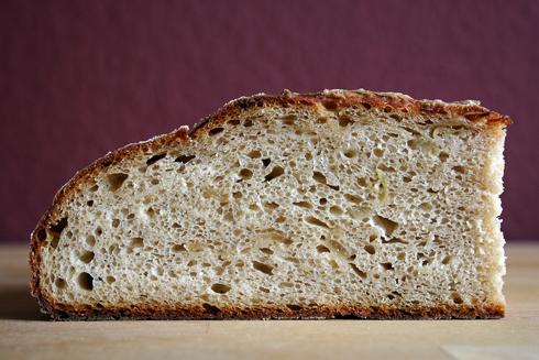 Kartoffel-Zwiebel-Brot: saftige Krume mit milder Süße, Zwiebelduft und kräftiger Kartoffelnote.