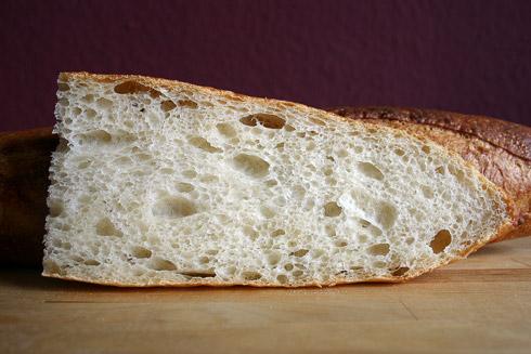 Besser als beim letzten Versuch, aber noch nicht das Ideal: die Baguette-Krume.