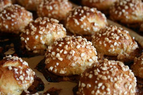 Beim Backen bildet sich um die Honigperlen ein Ring aus Karamell.