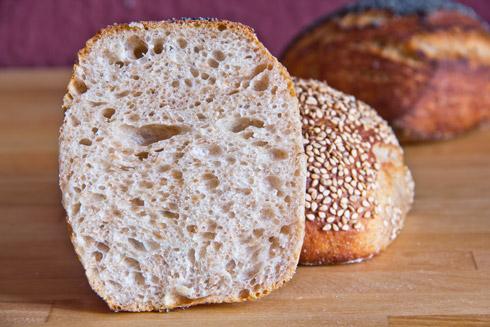 Fluffige, mittelporige Krume: Joghurt-Brötchen mit 38% Weizenvollkornmehl