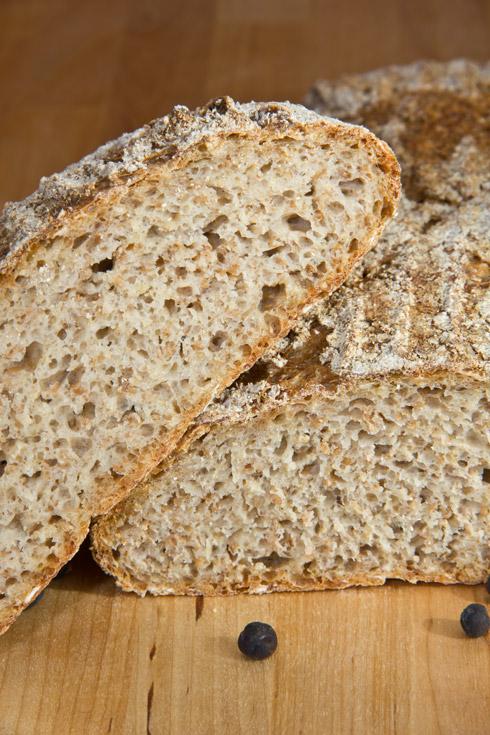 Fein- bis mittelporige Krume, knusprige Kruste und ein leichter Duft nach Sauerkraut. Dieses Brot passt besonders zu Kassler oder anderen typischen Fleischgerichten mit Sauerkraut.