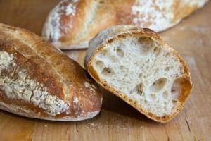 Back to the roots: das Originalrezept hat zu einer deutlich größeren Porung und ein -entsprechend vergrößertes Brotvolumen geführt: Landbrot nach Michel Suas