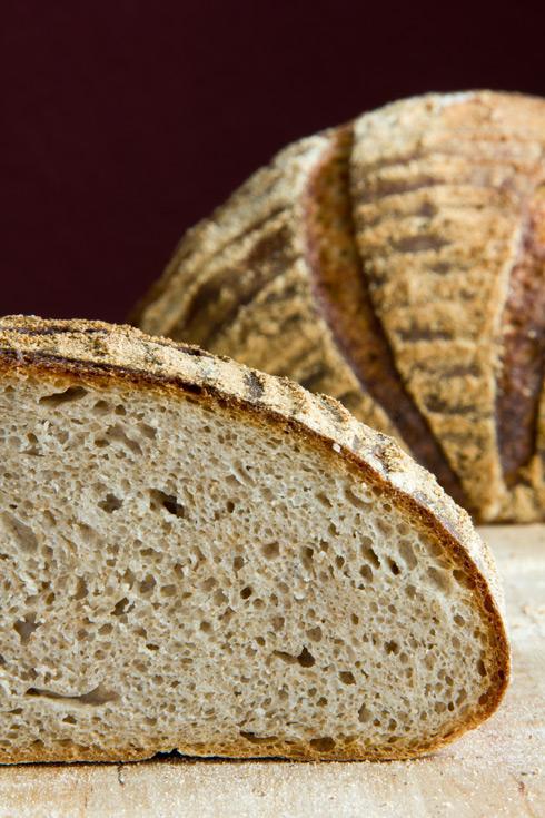 Klein- bis mittelporige Krume, milder Geschmack: Sauerteigmischbrot