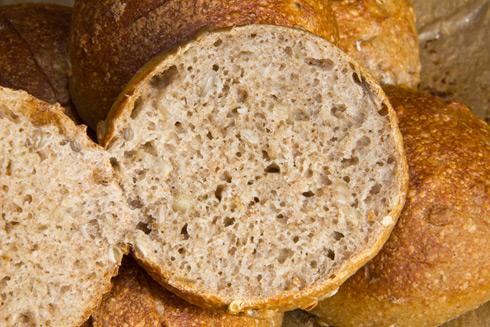 Kerniger Geschmack, kleinporige Krume: Frühstücksbrötchen mit vielen Nähr- und Ballaststoffen