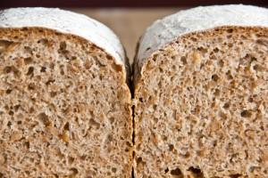 Gleichmäßige Porung, kerniger Geschmack aus 100% Dinkelmehl: Reines Dinkelbrot