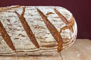 Aus alt mach neu: Rotes Kräuter-Käse-Brot