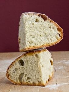 Mittelporige, lockere Krume mit süßlichem Aroma aus dem Kartoffelvorteig: Rewena Paraoa (Maori-Brot)