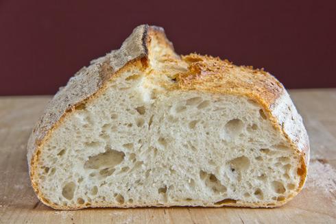 Der erste Versuch: mittel- bis großporige, saftige-aromatische Krume: Pain Cordon nach Mouette Barboff