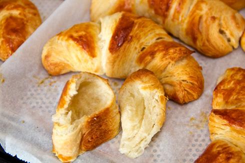 Die Croissants sind wunderbar locker und watteweich. Ein Traum.