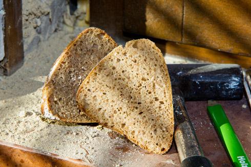 Kleinporige, sehr lockere und aromatische Krume mit knusprig-rustikaler Kruste: Roggenbrötchen