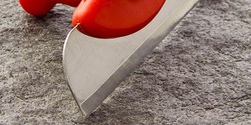 Für Holztische ideal - der Teigentferner schabt jeden noch so eingetrocknete Teigrest einfach davon. Professionelles Backstubenwerkzeug.