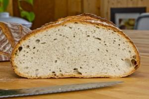 Nicht in die Jahre gekommen, obwohl das Rezept aus den 1930er Jahren stammt: Abfrisch-Brot (Böhmischbrot)