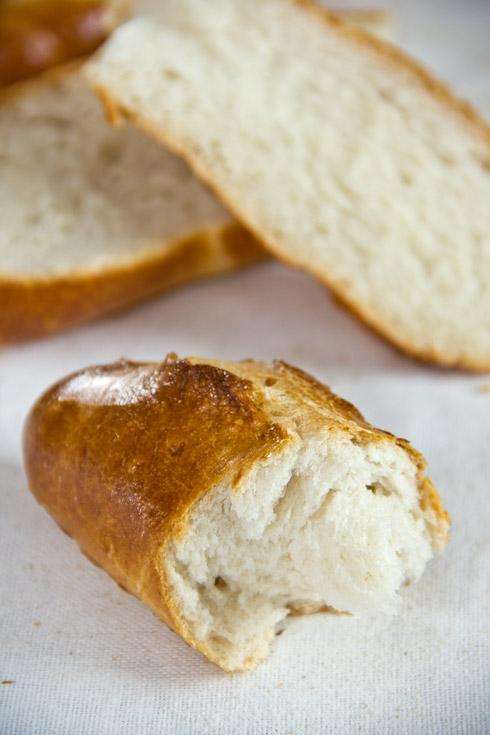 Fluffige Krume, dünne Kruste: Bánh mì (Vietnamesisches Baguette)