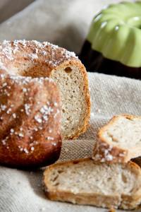 Locker, saftig und würzig: Bratwurstbrot in der Guglhupf-Form gebacken.