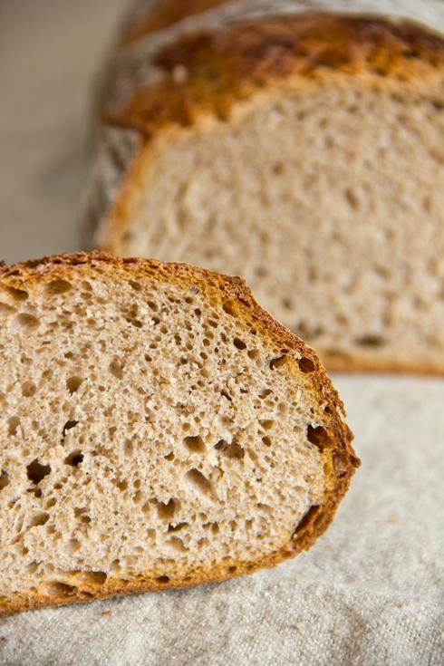 Mittelporig, knusprig und nussig-herb im Geschmack: Dinkel-Roggen-Laib