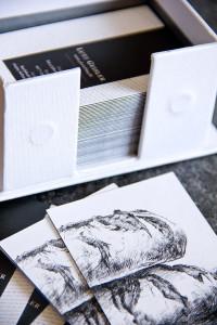 Die Luxe-Karten haben einen farbigen Mittelstreifen zwischen Vorder- und Rückseite.