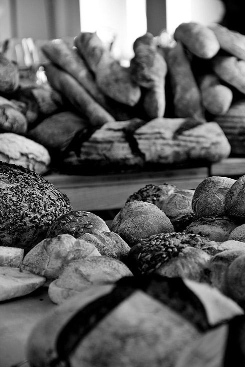 Die Ausbeute: ein reich gefüllter Brot-Tisch.