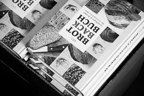 Das Brotbackbuch: seit gestern offiziell im Handel.