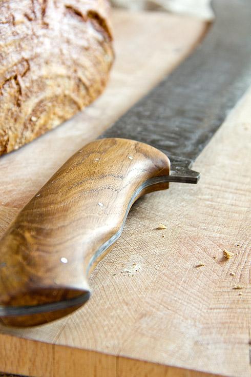 Edler Holzgriff, der besonders gut in der Hand liegt.