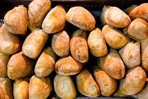 Frisch gebacken und lecker: Weißbrotstangen