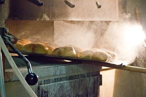 Die Brötchen werden zuerst gebacken, nur wenige Minuten...