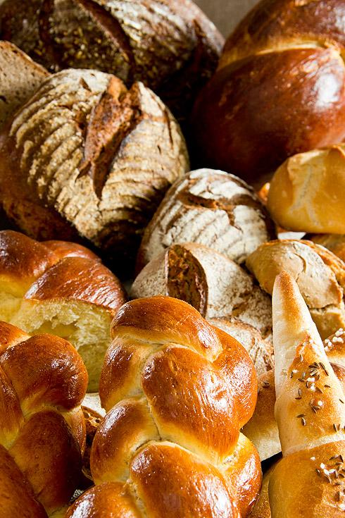 Das Ende eines erfolgreichen Backtages macht glücklich: Brot und Kleingebäck so weit das Auge reicht...
