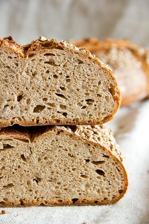 Locker und durch Joghurt und Sonneblumenkerne auch geschmacklich gut: Schnelles Brot