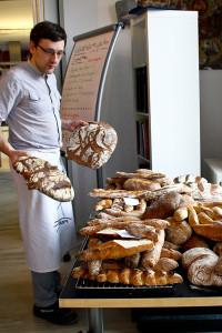 Brotvielfalt am Ende des Baguette-Kurses.