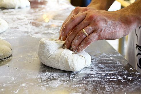 Ein Baguette entsteht.