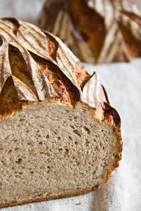 Kleinporig, elastisch und erdig-kartoffelig im Geschmack: Ärpelbrot nach Stefanie Herberth
