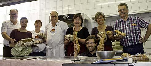 Kleine Runde, viel Zeit für die ersten Schritte zum guten Brot: Die Teilnehmer des vergangenen Einsteigerkurses in Oberwiesenthal.