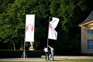 Fahnenbau für den Einmarsch der Jury und der Teilnehmer
