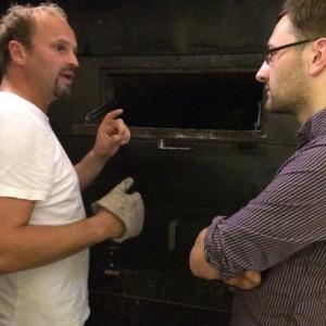 Helmut und ich am Holzbackofen in der Spiegelgasse