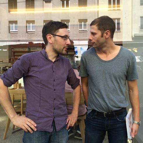Joseph und ich vor seinem Bistro in der Landstraßer Hauptstraße (Foto: Alexandra Palla)