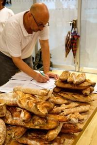 Der Baguette-Kurs ruft - Schelli schreibt noch schnell ein neues Rezept zum Experimentieren auf