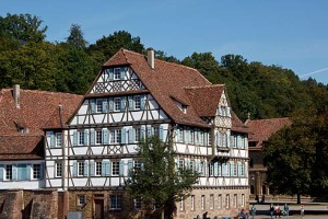 Zwischen den Mauern des Maulbronner Klosters.