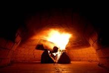 Das Feuer brennt - Brotbacken im Altriper Holzbackofen