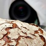 Große Brote und dunkle Kammern