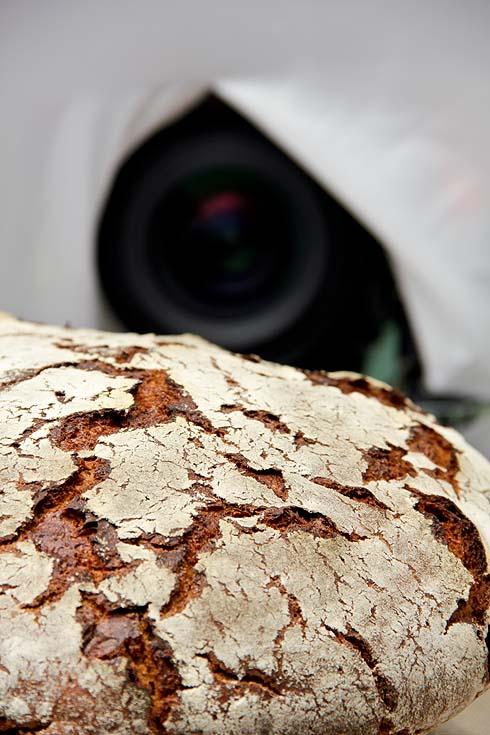 Das Brot im Mittelpunkt: Filmdreh in der Backstube.