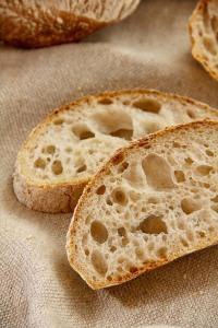 Grobe Porung und einzigartiges Aromenspektrum: Weizensauerteig-Ciabatta