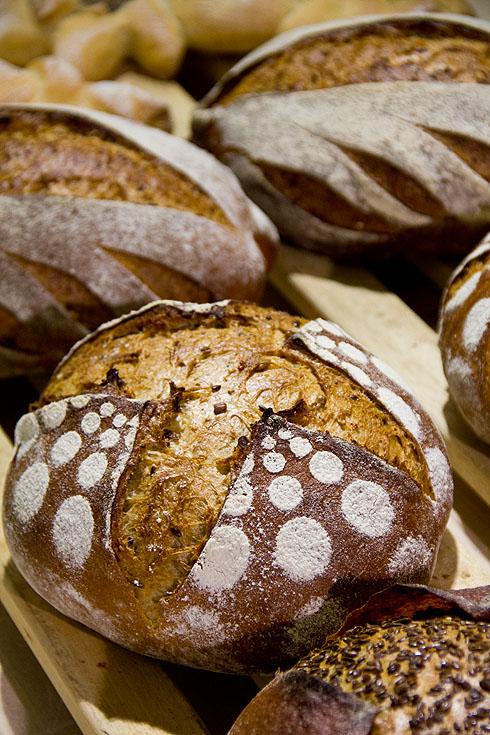 Brot mit Saaten in der Krume
