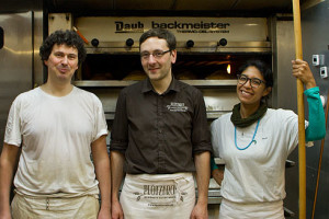 Und die Bäcker der Nacht: Christian, Lutz und Zayaan.
