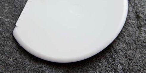 Äußerst biegsame Teigkarte, mit der Teig restlos und schonend aus der Schüssel genommen werden kann.