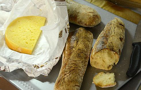 Baguettes mit Käse aus einer lokalen erzgebirgischen Käserei