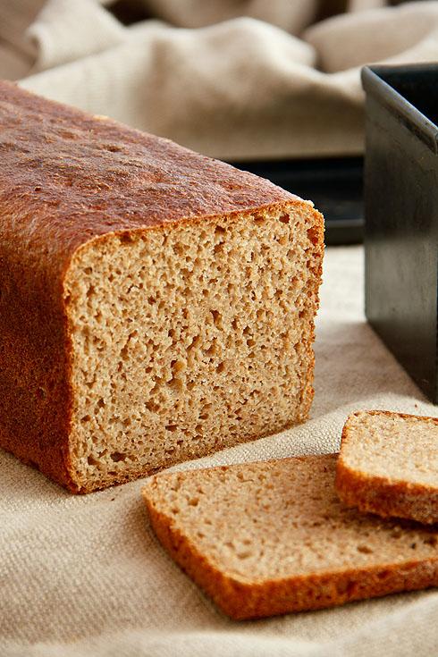 Gleichmäßig gelockert und saftig: Roggenmischbrot aus dem vollen Korn